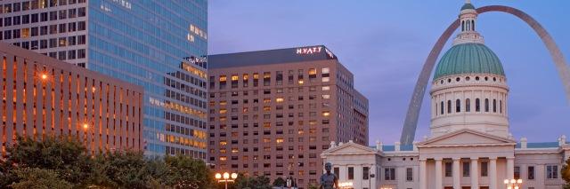 Hyatt-Regency-St-Louis-at-the-Arch-Exterior